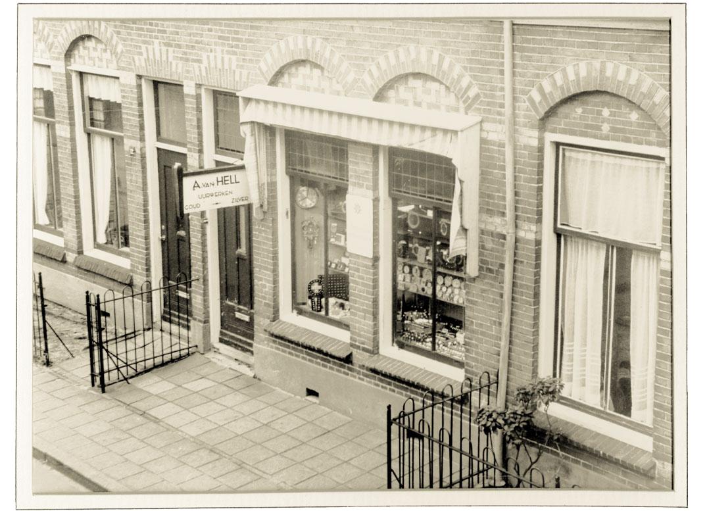 Het woonhuis aan de Lange Beekstraat werd de eerste winkel
